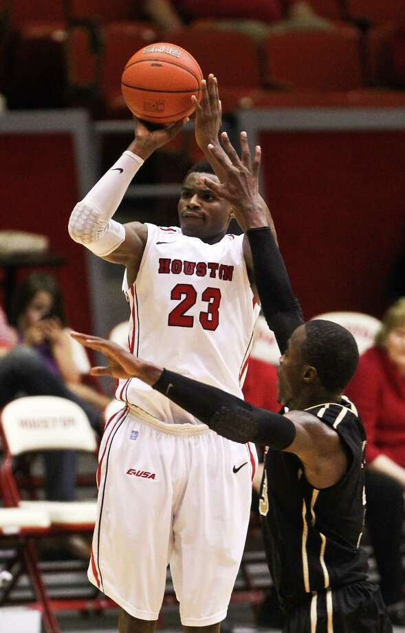 Danuel House (23) leads UH with 17.3 points a game in C-USA play and is averaging 13.6 for the season. Photo: Nick De La Torre, Staff / © 2013  Houston Chronicle