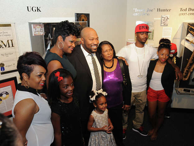 Bernard 'Bun B' Freeman, center, looks on with his family Sunday at the permanent exhibit at the Museum of the Gulf Coast. Fans of the Underground Kings gathered at the event to see the rap star and the exhibit.  Photo taken Sunday, December 02, 2012 Guiseppe Barranco/The Enterprise Photo: Guiseppe Barranco, STAFF PHOTOGRAPHER / The Beaumont Enterprise