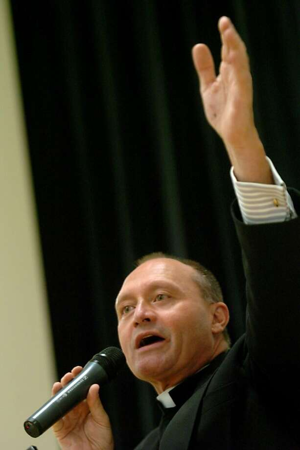 Monsignor Kevin Wallin addresses the faithful, a packed house, at the Cathloic Center on Jewett Avenue, in Bridgeport, Conn. May 4th, 2006. Photo: Paul Desmarais, Hearst Newspapers 2006