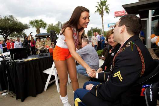 Racheal Fashing, Hooters Girl of the Year, greets Cpl. Alan Babin, who was wounded while serving in the Army in Iraq. The Hooters event also paid tribute to wounded veterans. Photo: Brett Coomer, Houston Chronicle / © 2013 Houston Chronicle