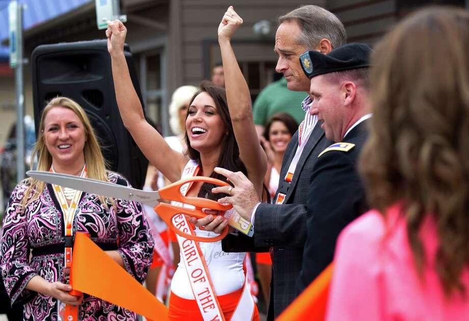 Fashing and Marks cut the ribbon. Photo: Brett Coomer, Houston Chronicle / © 2013 Houston Chronicle