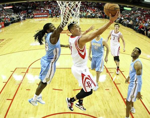 Jan. 23: Nuggets 105, Rockets 95Nuggets small forward Kenneth Faried (35) covers a Jeremy Lin reverse lay up. Photo: Nick De La Torre, Houston Chronicle / © 2013  Houston Chronicle