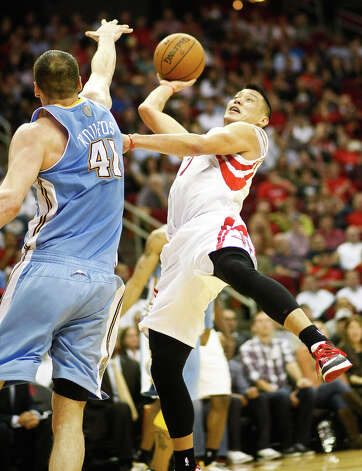 Nuggets center Kosta Koufos (41) tries to block an acrobatic shot by Rockets point guard Jeremy Lin (7) on a fast break. Photo: Nick De La Torre, Houston Chronicle / © 2013  Houston Chronicle
