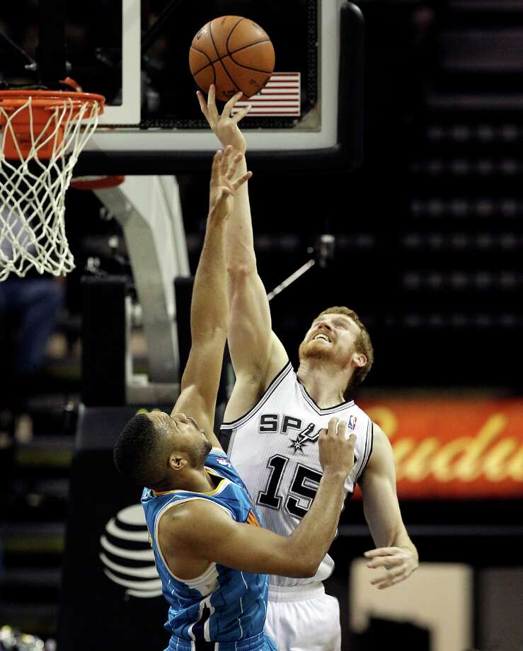 Spurs' Matt Bonner (15) contends for a rebound against New Orleans Hornets' Eric Gordon (10) in the second half on Wednesday, Jan. 23, 2013. Spurs defeated the Hornets, 106-102. Photo: Kin Man Hui, San Antonio Express-News / © 2012 San Antonio Express-News