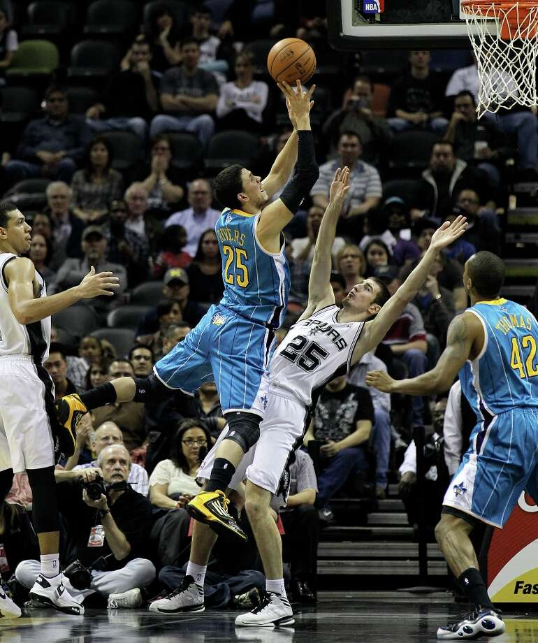 New Orleans Hornets' Austin Rivers (25) attempts a shot against the Spurs' Nando De Colo (25) in the second half on Wednesday, Jan. 23, 2013. Spurs defeated the Hornets, 106-102. Photo: Kin Man Hui, San Antonio Express-News / © 2012 San Antonio Express-News