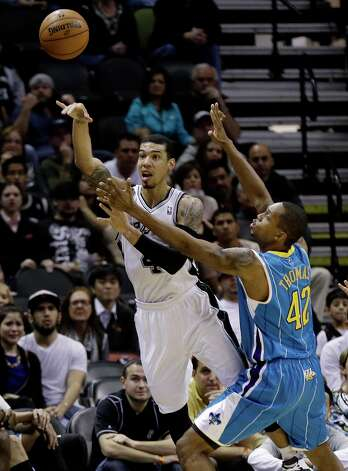 San Antonio Spurs' Danny Green, left, is pressured by New Orleans Hornets' Lance Thomas (42) during the fourth quarter of an NBA basketball game, Wednesday, Jan. 23, 2013, in San Antonio. Photo: Eric Gay, Associated Press / AP