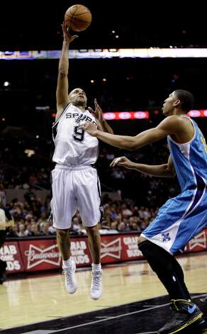 San Antonio Spurs' Tony Parker (9), of France, shoots over New Orleans Hornets' Anthony Davis, right, during the fourth quarter of an NBA basketball game, Wednesday, Jan. 23, 2013, in San Antonio. Photo: Eric Gay, Associated Press / AP