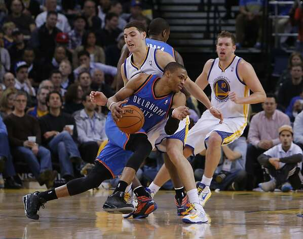 Klay Thompson defends against Russell Westbrook in the second half. The Golden State Warriors played the Oklahoma City Thunder at Oracle Arena in Oakland, Calif., on Wednesday, January 23, 2013. Photo: Carlos Avila Gonzalez, The Chronicle