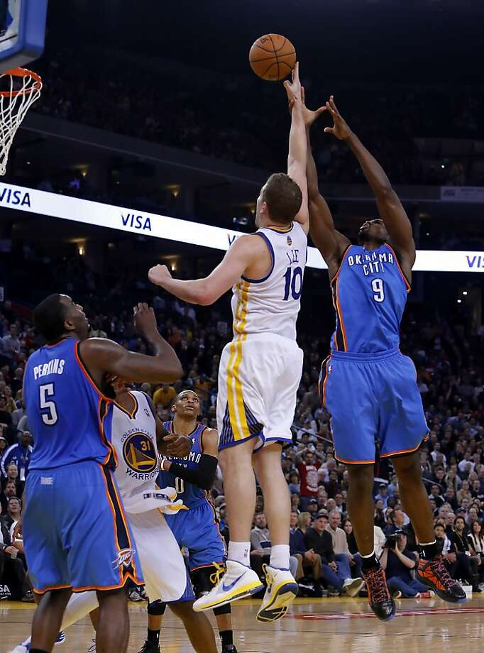 David Lee is fouled by Serge Ibaka in the second half. The Golden State Warriors played the Oklahoma City Thunder at Oracle Arena in Oakland, Calif., on Wednesday, January 23, 2013. Photo: Carlos Avila Gonzalez, The Chronicle