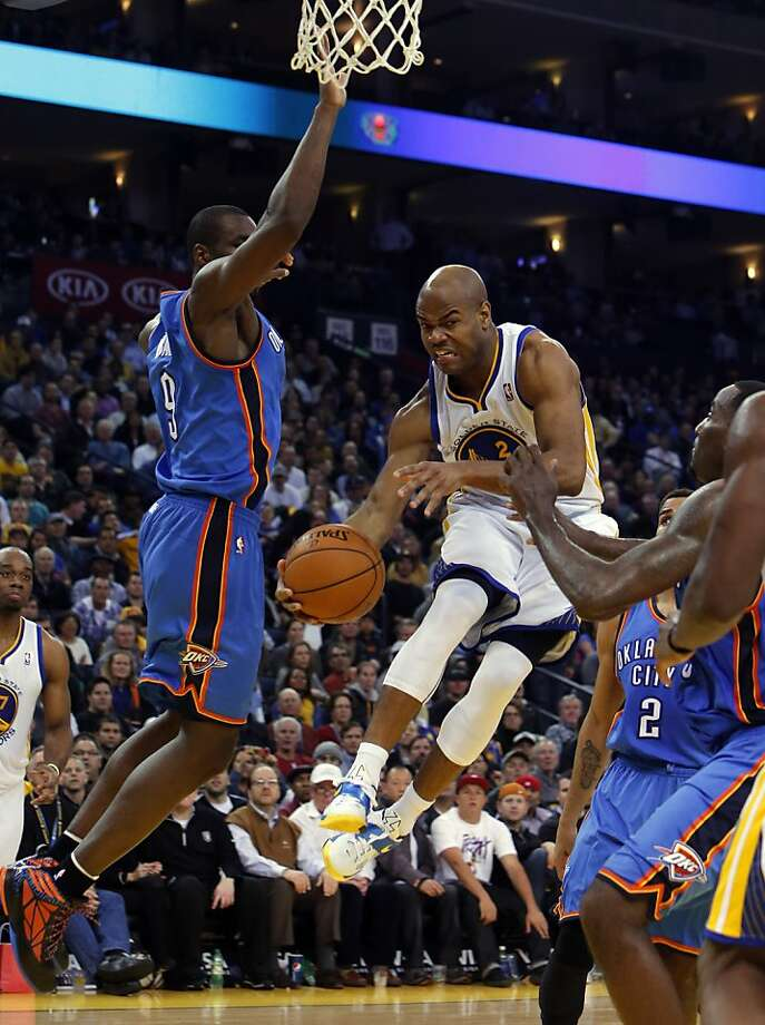 Jarrett Jack passes the ball under the basket in the second half. The Golden State Warriors played the Oklahoma City Thunder at Oracle Arena in Oakland, Calif., on Wednesday, January 23, 2013. Photo: Carlos Avila Gonzalez, The Chronicle