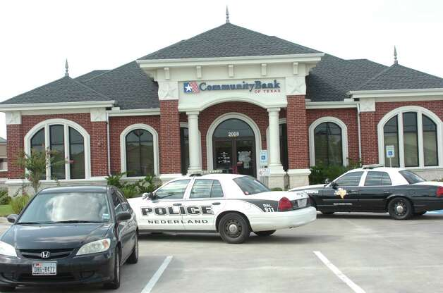 The Nederland Police Department and Texas Department of Public Safety responded to a robbery Monday afternoon at Community Bank in Nederland. Photo: Sarah Moore