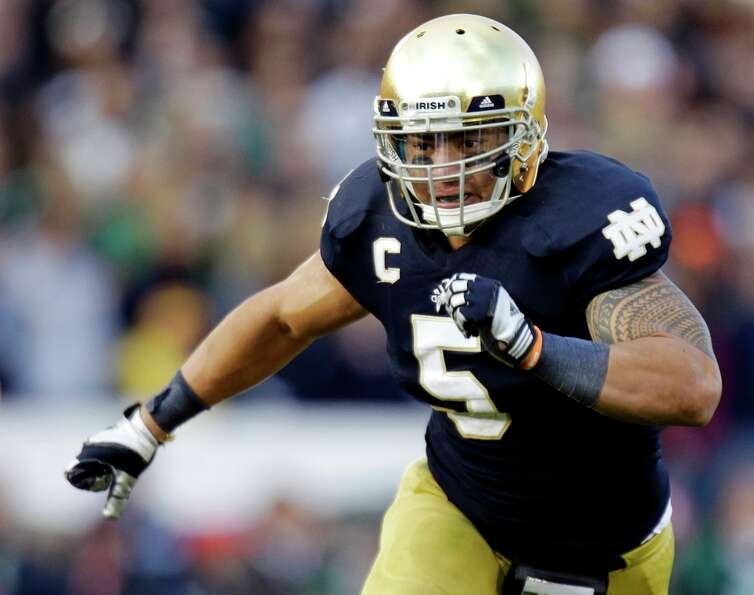 FILE - In this Oct. 20, 2012, file photo, Notre Dame linebacker Manti Te'o chases the action during