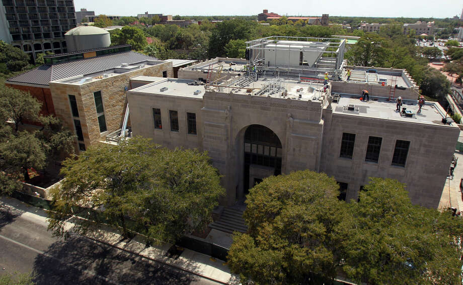 This view of The Briscoe Western Art Museum, 210 W. Market St., shows the old Hertzberg Circus Museum (grey building on right) and the new addition on the left with limestone and copper walls on Sept. 15, 2011. Photo: JOHN DAVENPORT, SAN ANTONIO EXPRESS-NEWS / SAN ANTONIO EXPRESS-NEWS (Photo can be sold to the public)
