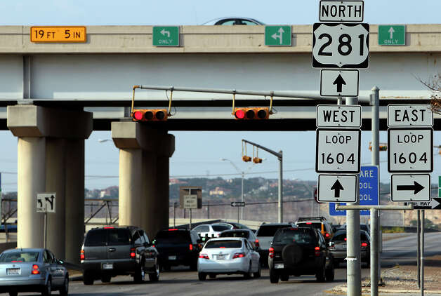 Plans for toll lanes on U.S. 281 and elsewhere in Bexar County are in limbo after a year of chaos and  zigzags. And the staff of the Alamo Regional Mobility Authority is being cut dramatically. Photo: File Photo, San Antonio Express-News / kmhui@express-news.net