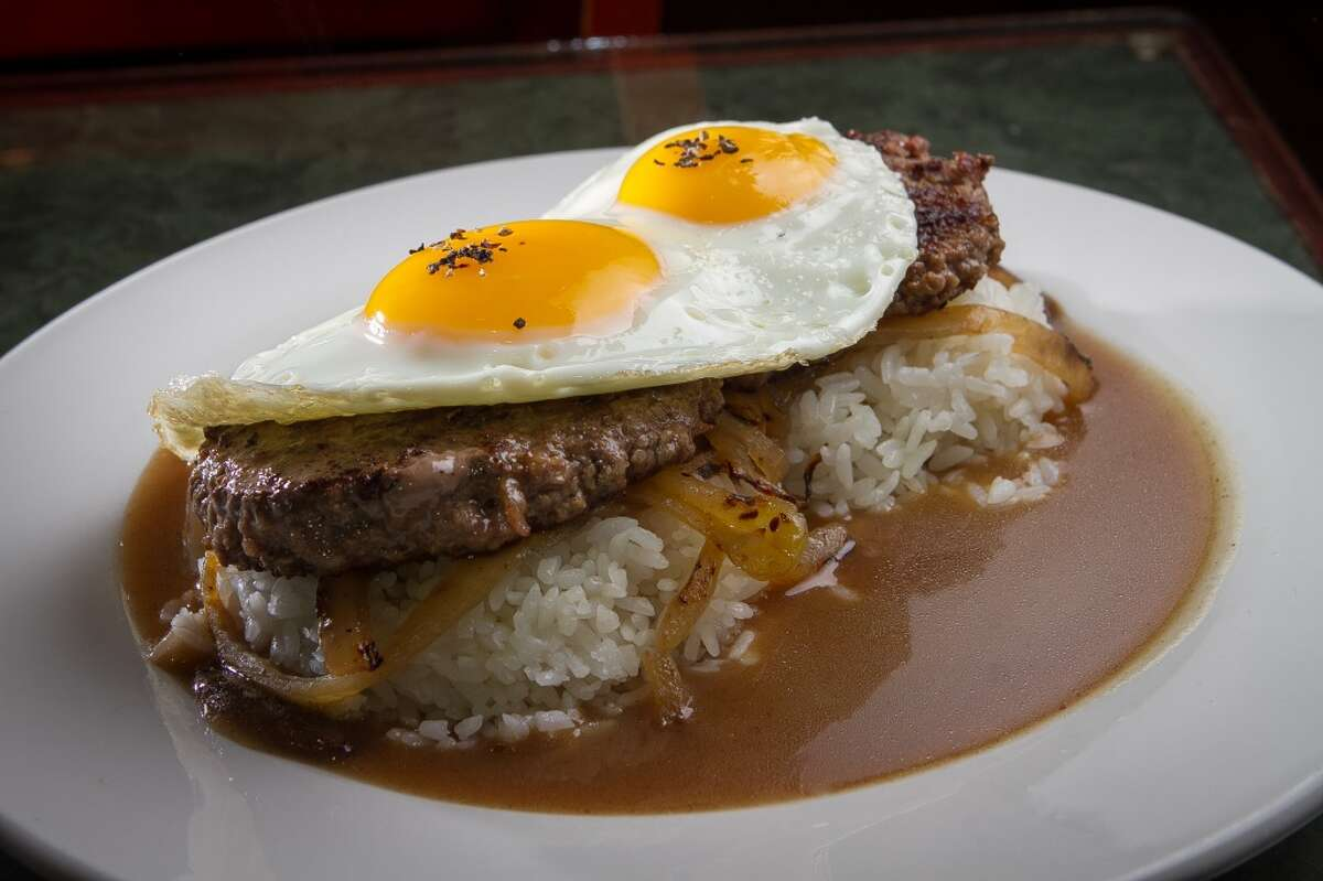 The Loco Moco plate at Grindz.