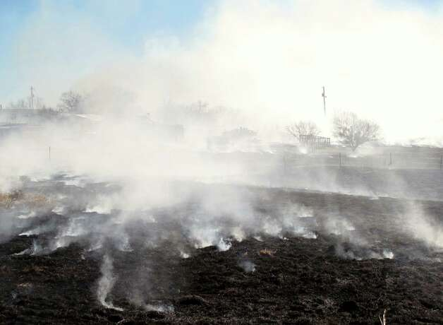 Fire recently blackened more than 20 acres of grass near several homes north of IH-10 between San Antonio and Seguin. Photograph by Forrest M. Mims III. Photo: Forrest M. Mims III