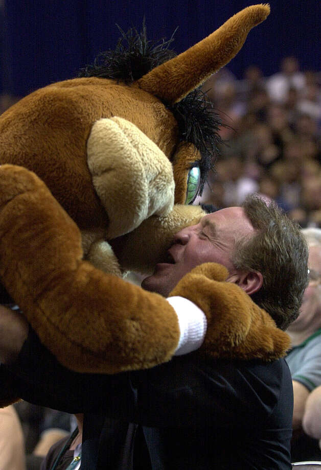Spurs owner Peter Holt receives a mouthful from the Coyote on Oct. 30, 2001. Photo: KIN MAN HUI, SAN ANTONIO EXPRESS-NEWS / SAN ANTONIO EXPRESS-NEWS