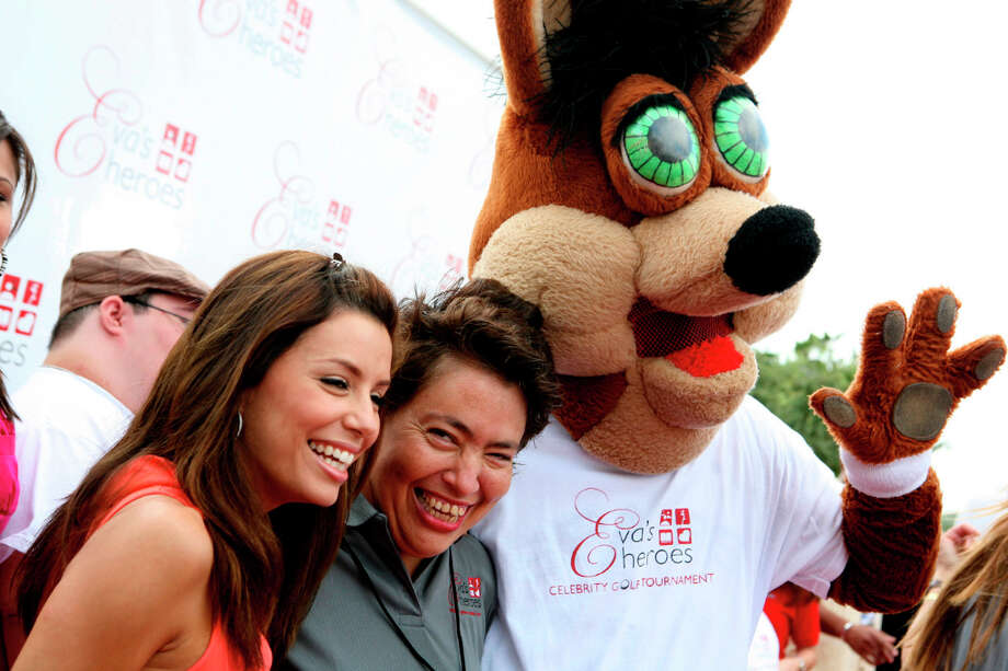 Eva Longoria and her sister Elizabeth Longoria hang with the Coyote at the Palmer Golf Course in 2007 during an Eva's Heroes event. Photo: LELAND A. OUTZ, SPECIAL TO THE EXPRESS-NEWS / SAN ANTONIO EXPRESS-NEWS