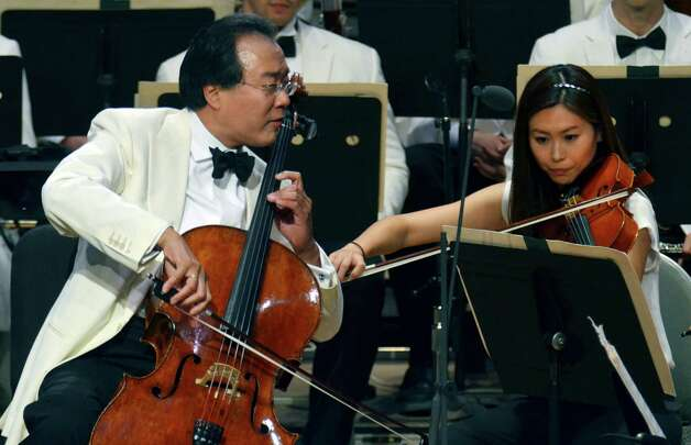 Cellist Yo-Yo Ma performs with the Boston Symphony Orchestra. (Stewart Cairns/The New York Times) Photo: STEWART CAIRNS / NYTNS