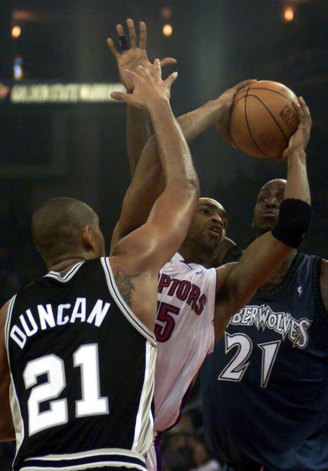 Eastern conference player Vince Carter, of the Toronto Raptors, goes up against western conference players Tim Duncan of the Spurs (left) and Minnesota Timberwolves Kevin Garnett, right, during the NBA All-Star Game in Oakland, Calif., Sunday, Feb. 13, 2000. Photo: BOB GALBRAITH, AP / AP