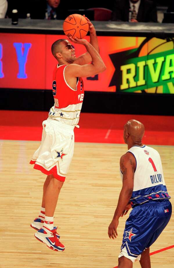 SPORTS - Spurs' Tony Parker attempts a shot over Detroit's Chauncey Billups in his first appearance as a NBA All-Star during the 2006 edition of the NBA game at the Toyota Center in Houston on Sunday, Feb. 19, 2006. (Kin Man Hui/staff) Photo: KIN MAN HUI, SAN ANTONIO EXPRESS-NEWS / SAN ANTONIO EXPRESS-NEWS