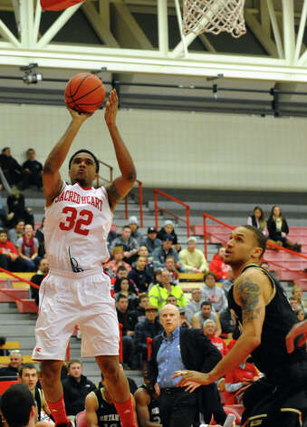 Sacred Heart's #32 De'Aires Tate, during men's basketball action against Bryant at Sacred Heart University in Fairfield, Conn. on Thursday January 24, 2013. Photo: Christian Abraham / Connecticut Post