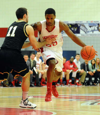Sacred Heart's #25 Shane Gibson, during men's basketball action against Bryant at Sacred Heart University in Fairfield, Conn. on Thursday January 24, 2013. Photo: Christian Abraham / Connecticut Post