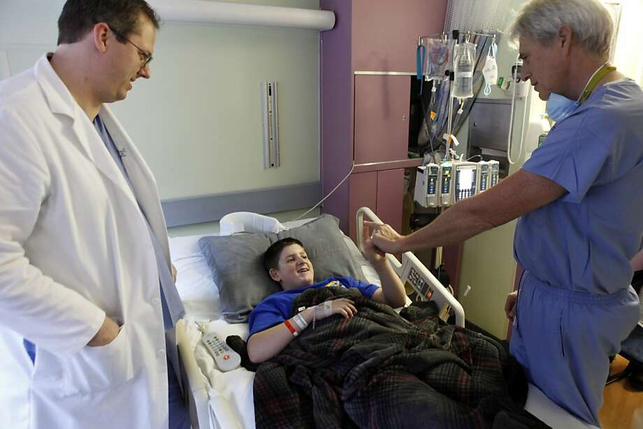 Briley Pompe, 13, meets with his surgeons, Dr. Van Halbach (right) and Dr. Charles Stout. Photo: Carlos Avila Gonzalez, The Chronicle