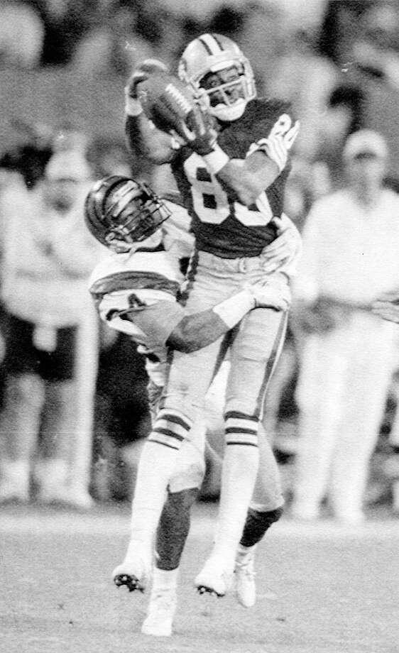 Jerry Rice catches a Joe Montana pass over the arms of Cincinnati Bengals Lewis Billups in the fourth quarter of Super Bowl XXIII in Miami on Jan. 22, 1989. Photo: Phil Sandlin / ONLINE_YES