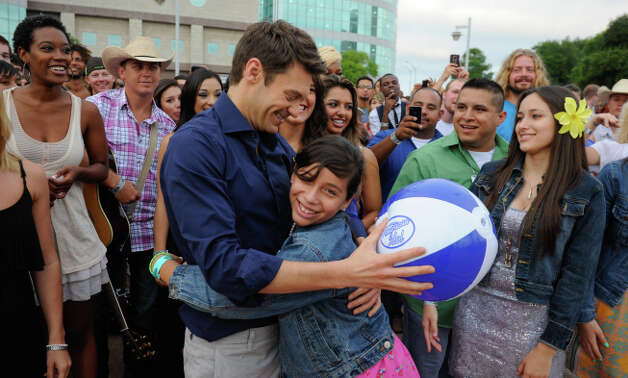 AMERICAN IDOL:  Ryan Seacrest greets the crowd at the San Antonio auditions of AMERICAN IDOL, Thursday, June 14, 2012 at the Alamodome in San Antonio. Photo/Bahram Mark Sobhani/ FOX Photo: Bahram Mark Sobhani, Mark Sobhani Photography / Bahram Mark Sobhani