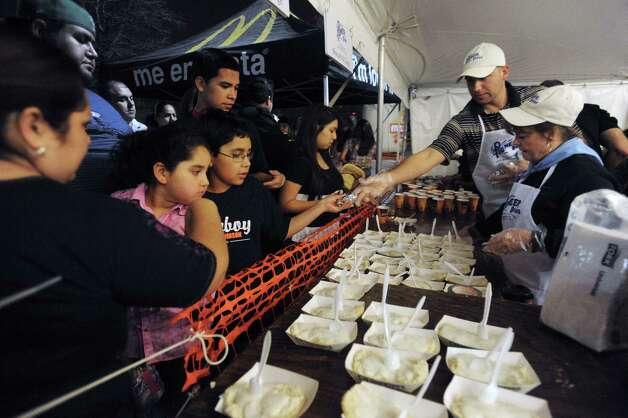 People pick up biscuits and gravy during the 35th annual Cowboy Breakfast at Cowboys Dance Hall on Friday, Jan. 25, 2013. Photo: Billy Calzada, San Antonio Express-News / SAN ANTONIO EXPRESS-NEWS