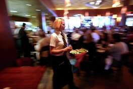 Paesano restaurant waitress Jessi Heitman rushes food to customers Friday afternoon March 23, 2007 during the restaurant's lunch rush. (WILLIAM LUTHER/STAFF)