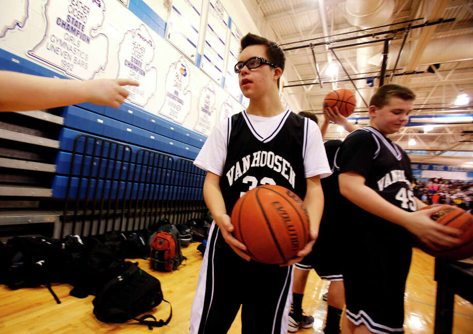 Van Hoosen's Owen Groesser warms up after halftime. Photo: Andre J. Jackson, Associated Press / Detroit Free Press
