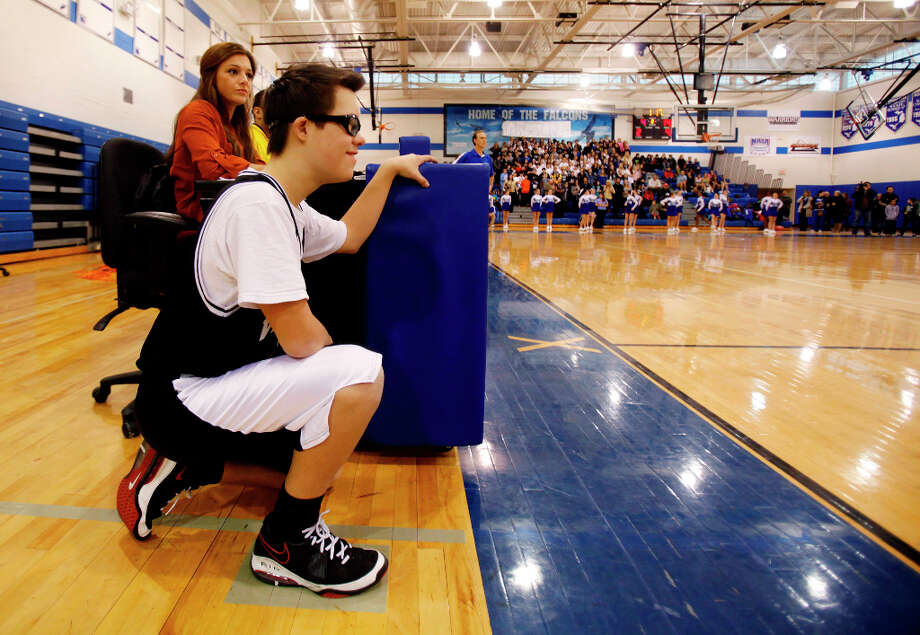 Van Hoosen's Owen Groesser waits to take the court during the second quarter. Photo: Andre J. Jackson, Associated Press / Detroit Free Press