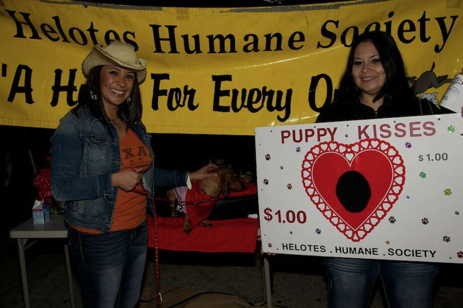 San Antonians set their alarms for the 35th annual Cowboy Breakfast Friday, Jan. 25, 2013. The crowd at Cowboys Dance Hall was in the tens of thousands, with some estimates as high as 55,000. Photo: Xelina Flores-Chasnoff