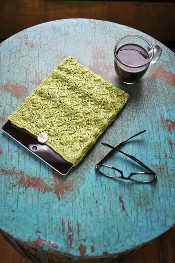 Want to learn to lace but afraid of starting something too big? This lacy iPad sleeve is a safe place to begin.