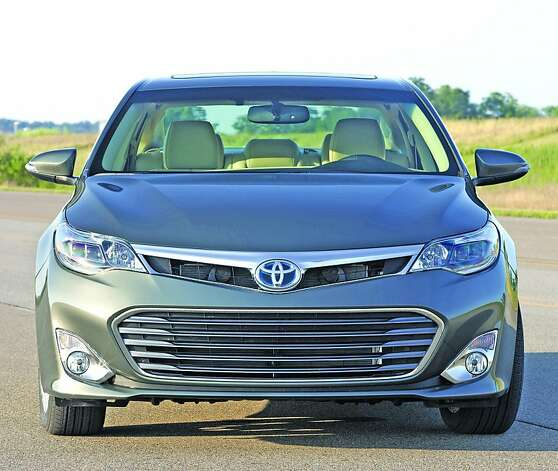 The new exterior leads off with a more substantial, lower grille,  flanked by projector headlamps. The broad, uncluttered hood creates the  sense of a lowered center of gravity, emphasizing the vehicle's wide  stance. Photo: AvalonHybrid