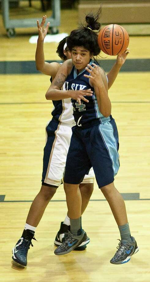 Elsik High School's Gabby Ocamas hustles for a loose ball during the first half of a half of a high school basketball game against Nimitz High Schol , Friday, Jan. 25, at Nimitz High School in Houston. Photo: Nick De La Torre, Houston Chronicle / © 2013  Houston Chronicle