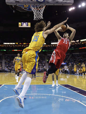 Rockets forward Chandler Parsons shoots over Robin Lopez of the Hornets. Photo: Gerald Herbert
