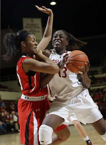 As usual, Chiney Ogwumike led the Cardinal, this time with 23 points, 13 rebounds. Photo: Marcio Jose Sanchez, Associated Press