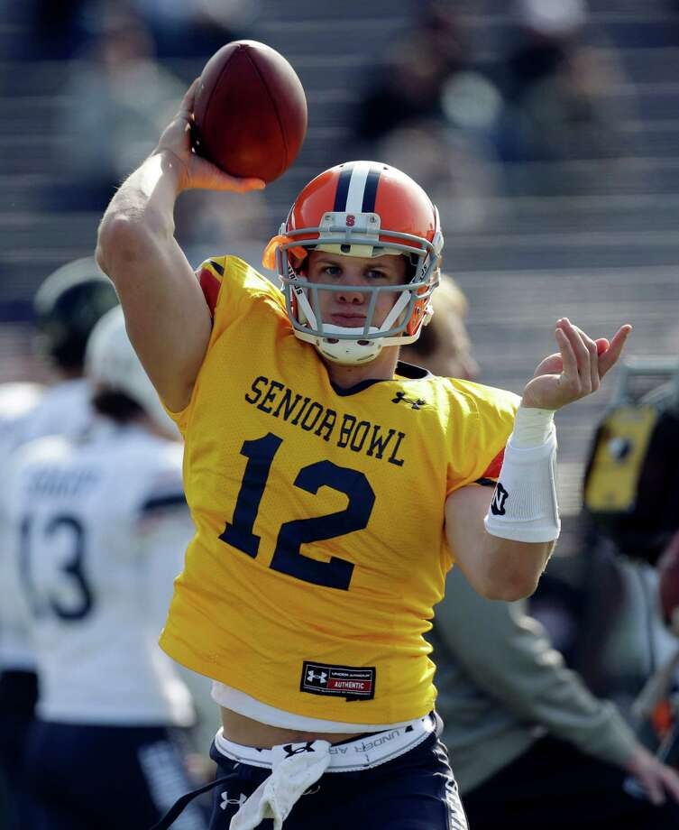 Senior Bowl North Squad quarterback Ryan Nassib of Syracuse (12) throws during football practice at Ladd-Peebles Stadium in Mobile, Ala., Tuesday, Jan. 22, 2013.(AP Photo/Dave Martin) Photo: Dave Martin / AP