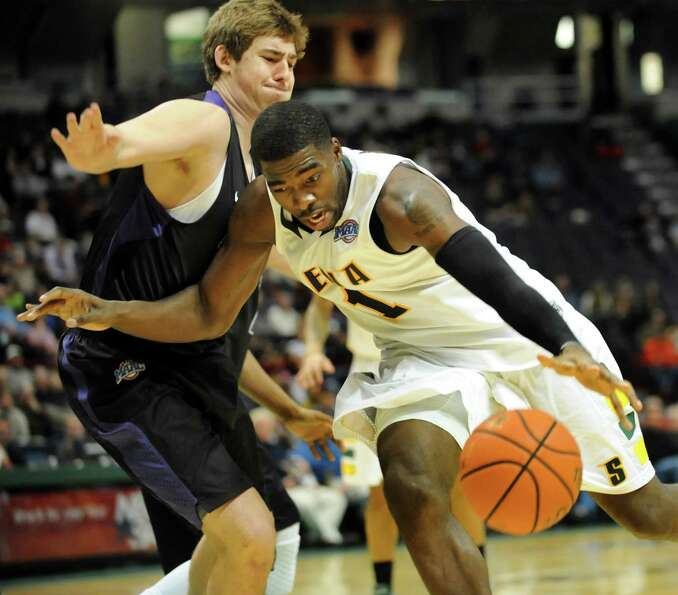 Siena's O.D. Anosike (1), right, drives past Niagara's T.J. Cline (0) during their basketball game o