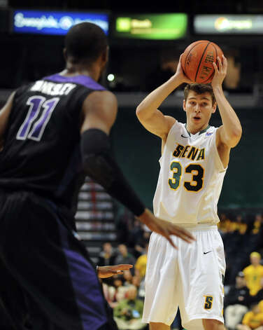 Siena's Rob Poole (33), right, looks to pass as Niagara's Ameen Tanksley (11) defends during their basketball game on Friday, Jan. 25, 2013, at Times Union Center in Albany, N.Y. (Cindy Schultz / Times Union) Photo: Cindy Schultz / 00020763A