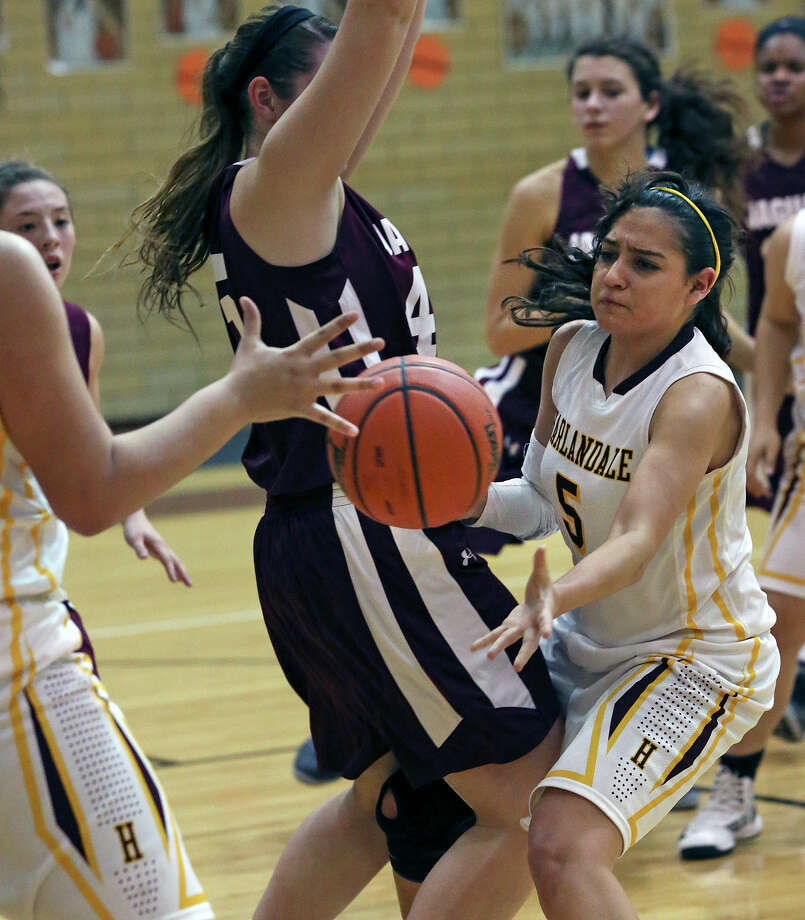 Danielle Aguirre dishes to under the hoop as Harlandale hosts Floresville in girls basketball at Harlandale gym on January 25, 2013. Photo: Tom Reel, Express-News / ©2012 San Antono Express-News