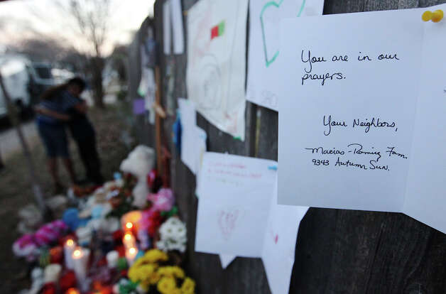 A card of condolence is tacked on a fence at a memorial for Brandon Abrams in the Northwest Side of the city. Photo: Kin Man Hui, San Antonio Express-News / © 2012 San Antonio Express-News