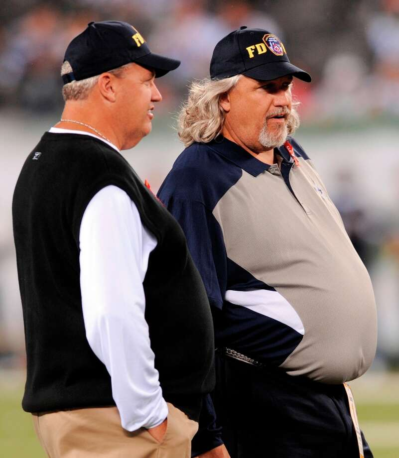 Rotund coaches Rex Ryan, left, and his brother Rob have met four times and Rex has won all four. But don't blame Rob, he's just an oft-embattled coordinator. The two are twins but Rex is the slight elder.Upper hand: Older brother Photo: Bill Kostroun, Associated Press / FR51951 AP