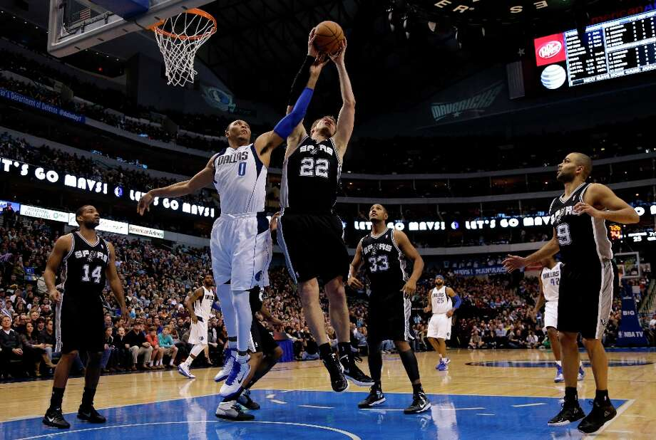 San Antonio Spurs' Tiago Splitter (22), of Brazil, and Dallas Mavericks' Shawn Marion (0) compete for a rebound in the first half of an NBA basketball game as Spurs' Gary Neal (14), Boris Diaw (33), of France, and Patty Mills (8), of Australia, watch on Friday, Jan. 25, 2013, in Dallas. (AP Photo/Tony Gutierrez) Photo: Tony Gutierrez, Associated Press / AP