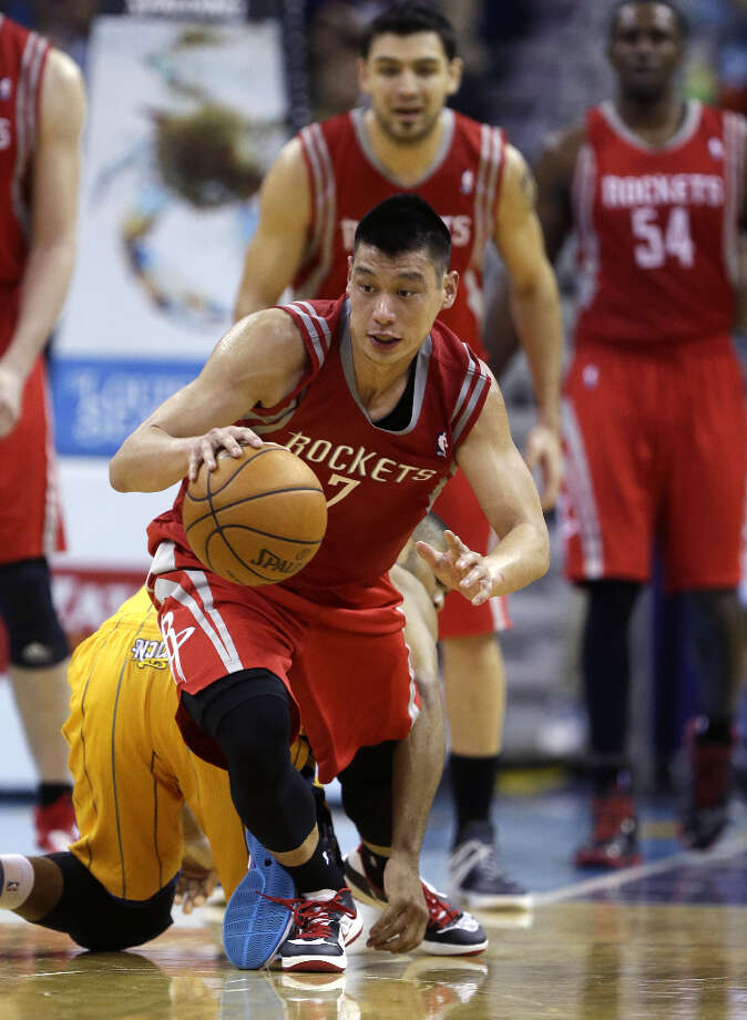 Rockets point guard Jeremy Lin grabs a loose ball in the second half against the Hornets. Photo: Gerald Herbert