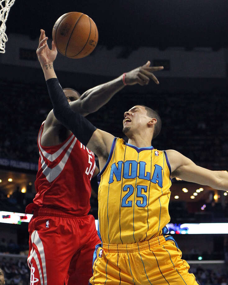 Hornets guard Austin Rivers drives against Patrick Patterson of the Rockets. Photo: Gerald Herbert
