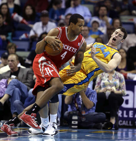 Rockets forward Greg Smith commits an offensive foul against Hornets forward Jason Smith. Photo: Gerald Herbert